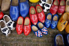 Klompen (Eric Flexyourhead) Tags: delft zuidholland southholland netherlands holland nederland footwear shoe shoes klompen woodenshoes clog clogs red blue yellow colourful sonyalphaa7 zeisssonnartfe35mmf28za zeiss 35mmf28