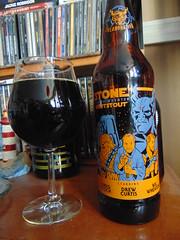 Stone Farking Wheaton w00tstout (Quevillon) Tags: beer bière glass ratebeer stonebrewing bottle bouteille stonefarkingwheatonw00tstout drewcurtis wilwheaton gregkoch imperialstout
