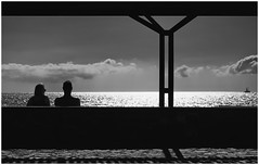 togetherness (kurtwolf303) Tags: monochrome sw bw people sea ocean ship sky clouds himmel wolken schiff ozean meer kurtwolf303 seaview dark dunkel nikond5500 dslr silhouette gegenlichtaufnahme backlight horizont horizon streetphotography unlimitedphotos
