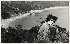 Era uma vez em Portugal... (© Portimagem) Tags: portugal patrimónionacional postal postcard historia setúbal suldotejo portinhodaarrábida arrábida vista praia retrato mulher