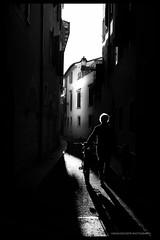 Ombre scena 1 (riccardo.giavoni) Tags: streetphotography biancoenero ombre bw bnw blackandwhite italia italy verona canon