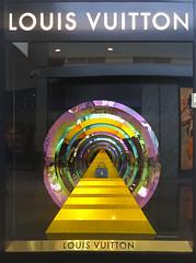 Eclectic shot (GRB39H) Tags: louisvitton eclectic art advert color