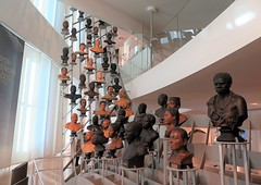Musée de l'Homme, Paris (Sokleine) Tags: muséedelhomme museum musée mankind sculptures education art culture trocadéro paris 75016 france frenchheritage interior indoor têtes heads bustes