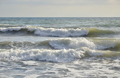 Breaking waves on a Cornish beach (Baz Richardson) Tags: cornwall surf breakingwaves coast seaton sea