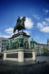 Denkmal auf dem Heumarkt Köln