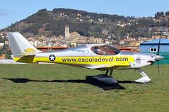MOIA, EL PRAT. Aeródrom. (Josep Ollé) Tags: airfield ultralight ultraligero esqual biplaza aviación hélice prop