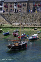 3KB07180a_C (Kernowfile) Tags: pentax cornwall cornish water rocks mousehole harbour yacht boat boats wall seaweed stones pebbles cottages shipinn pub reflections people flowers steps