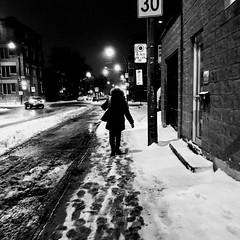 Suivre les pas pour arriver à bon port... (woltarise) Tags: nuit froid glace neige hiver 6h45am rue rachelest travail quartier plateau montréal iphone7 streetwise