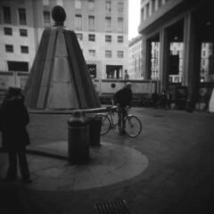 Milano (Valt3r Rav3ra - DEVOted!) Tags: holga holgacfn lomo lomography film 120 6x6 milano medioformato mediumformat analogico analogica analog analogue ilford ilfordfp4 bw biancoenero blackandwhite streetphotography street valt3r valterravera visioniurbane urbanvisions toycamera plasticcamera