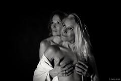 Sofie et Sylvie (henrychristo27 (Christophe)) Tags: sensuality duo monochrome lowkey sensual blackandwhite feminine women beauty