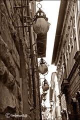 retrò (imma.brunetti) Tags: firenze toscana italia seppia lampioni ferrobattuto liberty centro bugnato palazzi edifici vicoli strade finestre