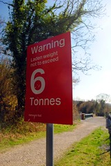 6 Tonne Limit (zawtowers) Tags: london loop section 5 five hamseygreentocoulsdonsouth walk amble stroll walking exploring outer suburbs green spaces sunday 24th march 2019 warm dry sunny afternoon blue skies sunshine railway bridge riddlesdown road red sign 6 tonne laden limit imposed