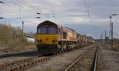 66 099 with a wagonload remnant in Kingmoor Yard. (Marra Man) Tags: 66099 class660 class66 6s30 kingmooryard carlislenetworkyard carlislekingmooryard dbcargo