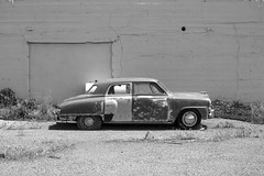Studebaker (Curtis Gregory Perry) Tags: vale oregon studebaker commander 1949 black white bw monochrome old classic car nikon d810 automóvil coche carro vehículo مركبة veículo fahrzeug automobil