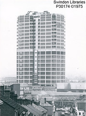 1975: The David Murray John building (DMJ), Swndon (Local Studies, Swindon Central Library) Tags: swindon p30174 dmj bw davidmurrayjohn tower towncentre building 1975 1970s brunel
