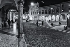 Bologna (marco rubini) Tags: bologna piazzasantostefano sette chiese piazza santo stefano arcade portici notturno bw bn luci