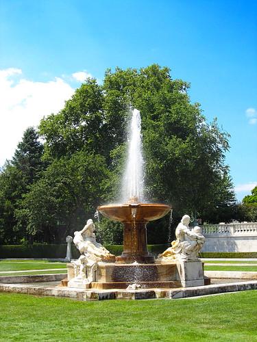 University Circle 07-10-2014 10 - Cleveland Museum of Art Fountain
