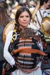 de Méxicana (Juan Ig. Llana) Tags: bilbao bizkaia vizcaya carnaval desfile disfraz méxicana sombrero mujer madre niño retrato