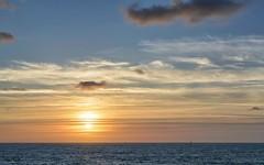 _DSC1658 copia (Luis PS.) Tags: nochealba mar 1610 d3100 karma spain utopia widescreen clouds landscape nature ocean sea sunset lighthouse