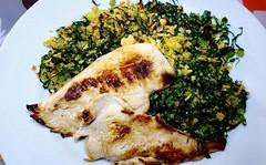 #160219 #almoço #peito de frango grelhado e farofa de milho com couve mineira #lunch #grilled chicken breast and corn starch with cabbage (i cook my meals daily) Tags: lunch 160219 peito grilled almoço