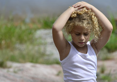 Calor (frente) (Márcia Valle) Tags: márciavalle nikon d5100 brasil minasgerais brazil verão summertime girl menina