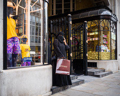 L1000465-1.jpg (Bulent Acar) Tags: street colour muslim shop veiled westend woman