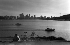 Gasworks Park, circa 1987 (Seattle Municipal Archives) Tags: seattlemunicipalarchives seattle lakeunion spaceneedle seattleskyline boats bicycles parks 1980s wallingford