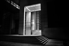 The grid 1 (Franck gallery) Tags: door porte noirblanc blackwhite photo nocturne blackdiamond d90
