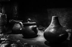 Artisan kitchen pots (Jose Rahona) Tags: artesania handcraft cacerolas potes alfareria pottery cocina kitchen horno oven blackandwhite bw monochrome blancoynegro