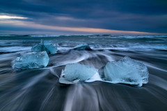 Thousand Carats (- Etude -) Tags: ice iceland zachchang longexposure sony sonyalpha sea seascape landscape diamond carats beach sunrise