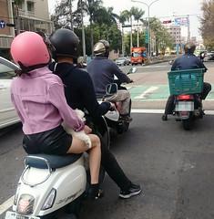 有趣的風景 Interesting scenery (葉 正道 Ben(busy)) Tags: 台中 台灣 taichung taiwan motorcycle 機車 道路 people road 人 路 pet 寵物 狗 dog