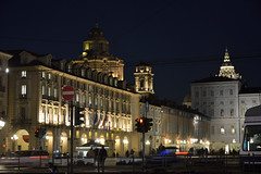 DSC_9782_5100- Turin by night. Piazza Castello. (angelo appoloni) Tags: piemonte torino piazza castello notturno luci colori palazzi persone piedmont turin night lights colors buildings people lacittàmetropolitanaditorinovistadavoi