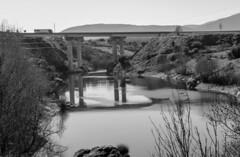Buitrago de Lozoya. (Lea Ruiz Donoso) Tags: buitragodelozoya comunidaddemadrid españa spain rio lozoya reflejo puente camión
