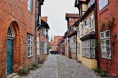 Lüneburger Impressionen (r.wacknitz) Tags: lüneburg niedersachsen hansestadt altstadt architektur architecture backstein nikond3400 tamron18200 luminar18 gasse gebäude gehweg kopfsteinpflaster