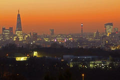 Circondato / Surrounded (London skyline from Shooter's Hill, London, United Kingdom) (AndreaPucci) Tags: london uk shootershill sunset theshard towerbridge stpaulscathedral andreapucci
