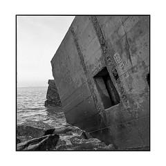 blockhaus 1 • villerville, normandy • 2018 (lem's) Tags: blockhaus bunker ruin ruine urbex ocean mer sea villerville normandie normandy rolleiflex t