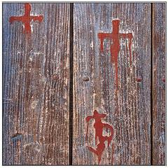 _DSC9173  22-11-17 Candelario (KZRES - José Miguel Romero) Tags: salamanca españa candelario puerta madera decoracion minimal minimalista decay tres 3 simbolos