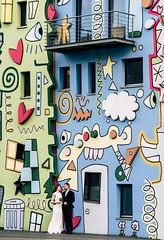 Brautpaar vor dem Happy Rizzy House in Braunschweig (weddingraphy.de) Tags: braunschweig brunswick hochzeit rizzi jamesrizzi happyrizzihouse