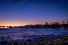 Gryning i Kivik (MagnusBengtsson) Tags: dawn sunrise winter vinter kivik österlen soluppgång gryning hav sea ocean månen moon
