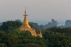 Une pagode de Bagan (Seb & Jen) Tags: bagan myanmar burma birmanie mandalayregion myanmarbirmanie oldbagan nyaungu royaumedepagan bulethi sunrise soleil temple pagoda pagode