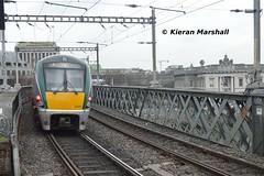 22062+22016 depart Tara Street, 28/2/19 (hurricanemk1c) Tags: railways railway train trains irish rail irishrail iarnród éireann iarnródéireann 2019 22000 rotem icr rok 3pce 1653pearsedrogheda tarastreet 22062