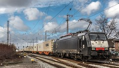 17_2019_02_09_Recklinghausen_Ost_ES_64_F4_-_210_6189_210_DISPO_MRCE_mit_Containerzug ➡️ Hamm (ruhrpott.sprinter) Tags: ruhrpott sprinter deutschland germany allmangne nrw ruhrgebiet gelsenkirchen lokomotive locomotives eisenbahn railroad rail zug train reisezug passenger güter cargo freight fret recklinghausen recklinghausenost db dispo eloc erd vps 6101 6185 6186 6193 9121 9125 es 64 f4 es64f4 mrcedispo ic lte militärzug siemens traxx vectron outdoor logo natur graffiti
