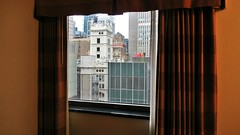 it was time to stop thinking about myself, to look out rather than in (Robert Saucier) Tags: newyork newyorkcity nyc manhattan fenêtre window vitre glass cristal rideaux curtains building architecture vudenhaut hôtel hotel orange residenceinn marriott img3547