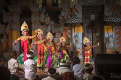 (kuuan) Tags: mf manualfocus voigtländercolorheliarf2575mmsl voigtländer colorheliar f25 75mm voigtländersl ilce7 sonya7 bali indonesia sony purapenataransasih pejeng odalan temple festival balinese ceremony legong dance kids