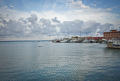 Anzio (gcarmilla) Tags: anzio italia mare sea mediterranean tirreno italy mediterraneo sky cielo birds uccelli barche boats mar pajaros nubes clouds nuvole