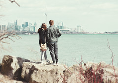 Admiring the view (mrsparr) Tags: compositionallychallenged rückenfigur toronto humberbayparkeast ontario canada people skyline