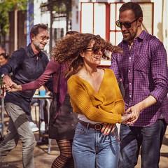 Dancing in Sevilla (Ramireziblog) Tags: dancing street sevilla candid woman man swing dansen curly hair canon 6d girl