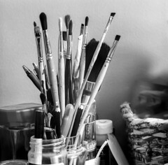 Casual Still Life with the Brushes (Mikael Neiberg) Tags: brush stilllife naturemorte paintbrush home detail random casual bw blackandwhite zenzabronicas2 ilfordpanfplus50 ilford 120film filmisnotdead analogue monochrome