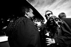 000937 (la_imagen) Tags: sw bw blackandwhite siyahbeyaz monochrome street streetandsituation sokak streetlife streetphotography strasenfotografieistkeinverbrechen menschen people insan lindau lindauimbodensee fool mask swabianalemannicfastnacht schwäbischalemannischefastnacht fünftejahreszeit diefünftejahreszeit karneval carnival fun beer weizen