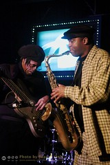 "George ""Bubba"" Scales and James Carter - Alvin's Jam Session [50D-1022] (Juan N Only Music Photos) Tags: alvins detroit michigan jazz music jamsession nightclub bass bassist electricbass saxophone saxophonist tenorsaxophone jamescarter livemusic february 2010 juannonly musicians"